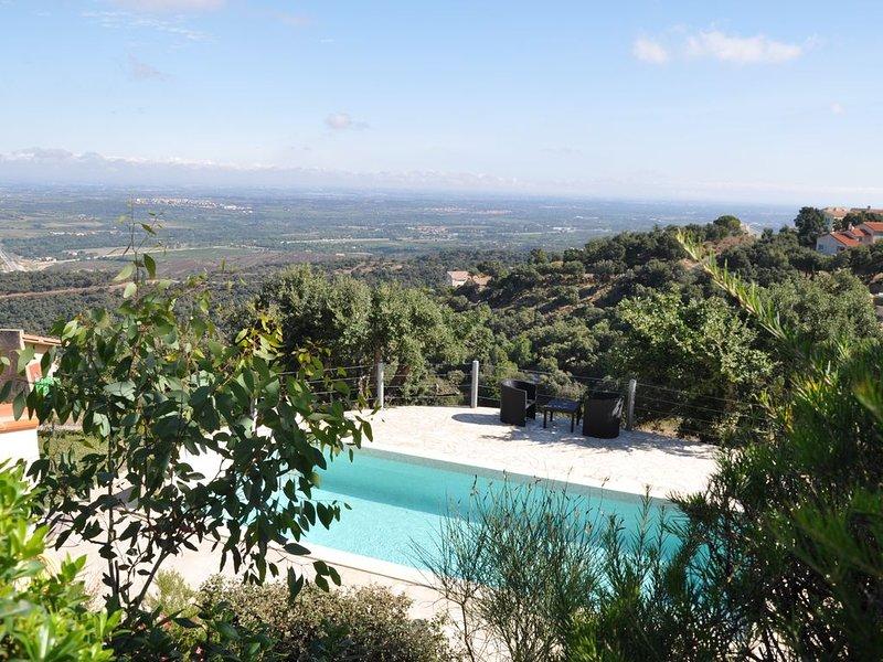 Villla de montagne avec piscine, vue splendide sur la mer, holiday rental in Le Boulou