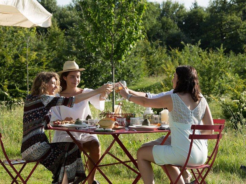 Gîtes troglodytes - Piscine chauffée - A 10 min de Brive -6/8 personnes, location de vacances à Allassac