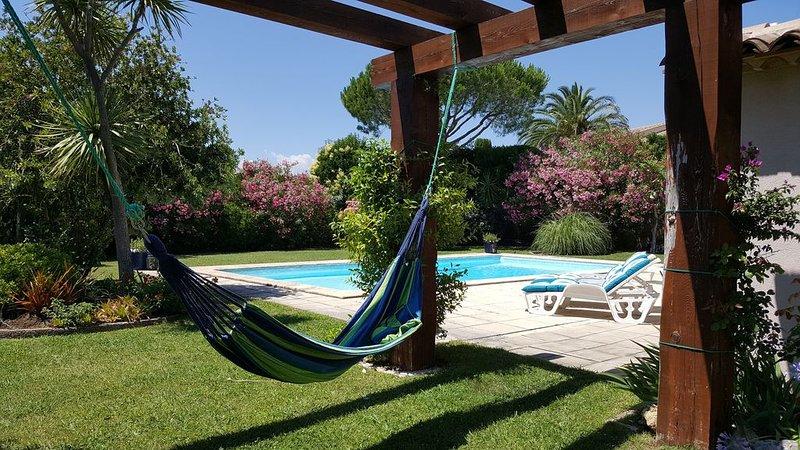 Jolie villa privee (Biloubis) avec piscine et jardin fleurie a 200 m de la mer, vacation rental in Port Grimaud