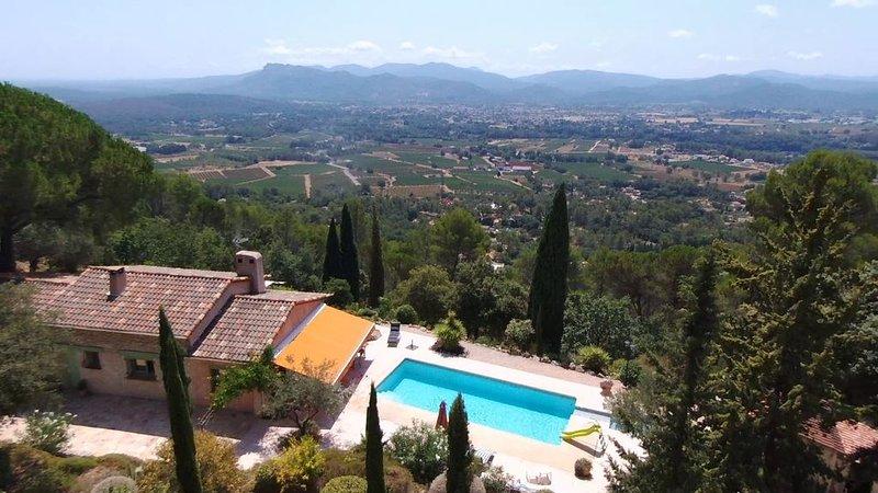 Villa 8pp avec piscine privée et vue exceptionnelle, holiday rental in La Motte