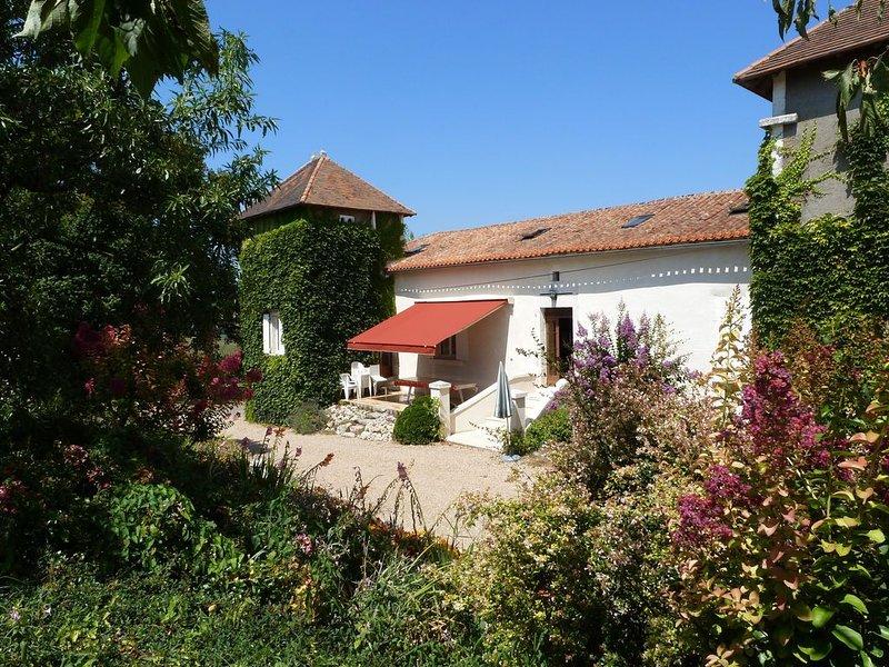 Grande maison à la campagne avec pisine et vue panoramique, holiday rental in Villetoureix