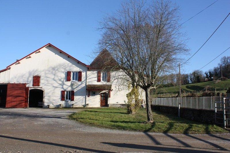 Maison Béarnaise pour vacances ou cures à Salies de Béarn. PROMOTION MOIS DE JUI, location de vacances à Orion