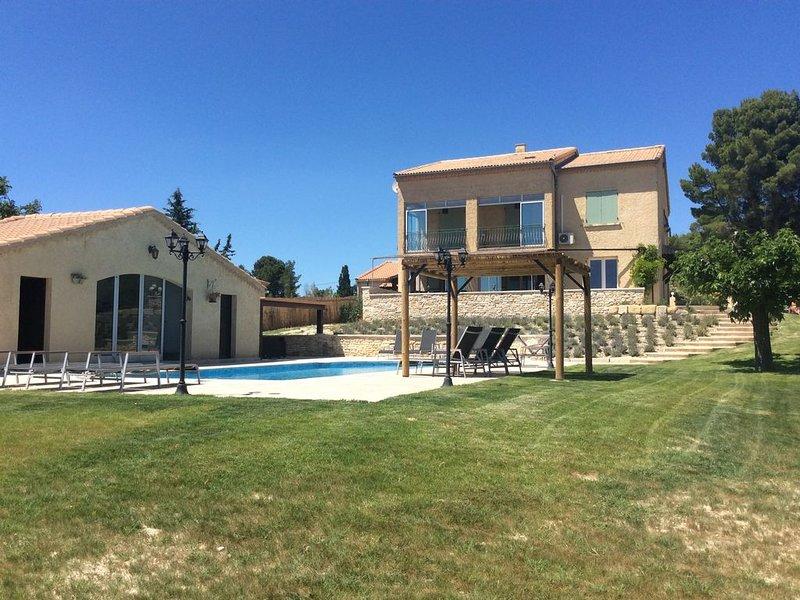 VILLA VER'OLIVE  12 PERSONNES AVEC PISCINE PRIVEE PROCHE AVIGNON-ISLE S/SORGUE, holiday rental in Caumont-sur-Durance