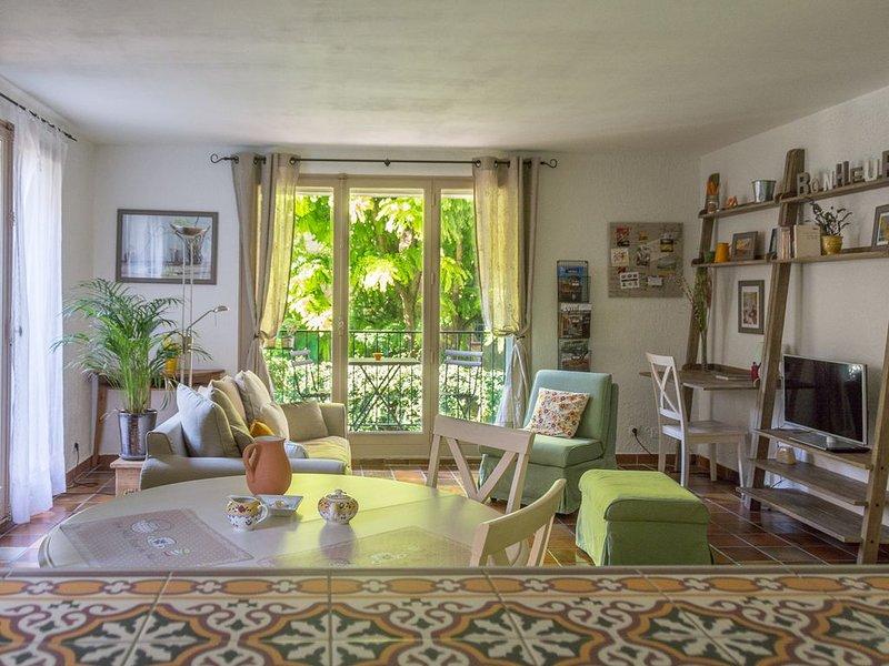 Aix Historique - Appartement calme et spacieux avec Parking, ascenseur et balcon, holiday rental in Aix-en-Provence