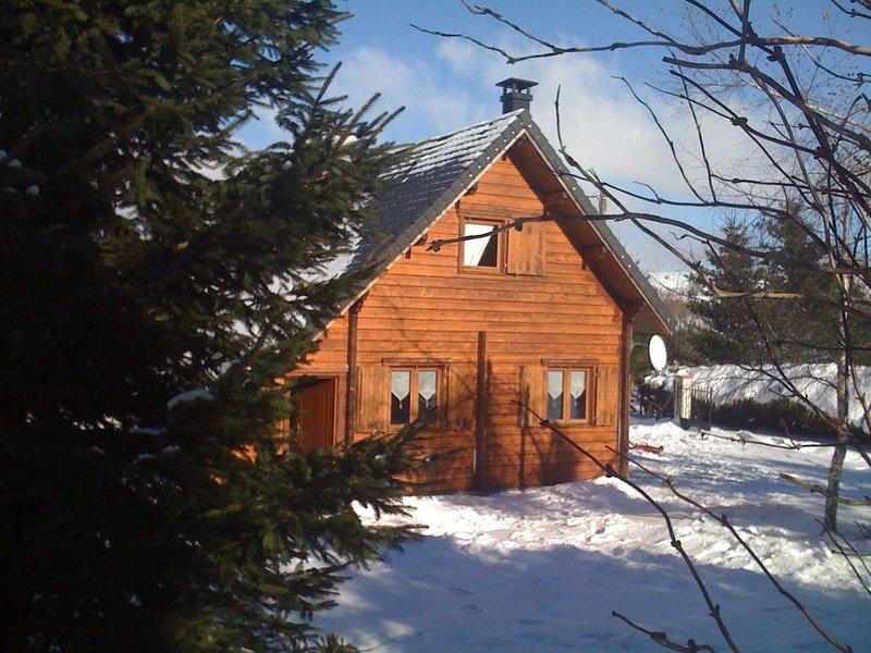 CHALET 70 m2 - 6 PERS - proche MONT DORE/SUPER BESSE - 1000 m2 de terrain clos, location de vacances à Bagnols