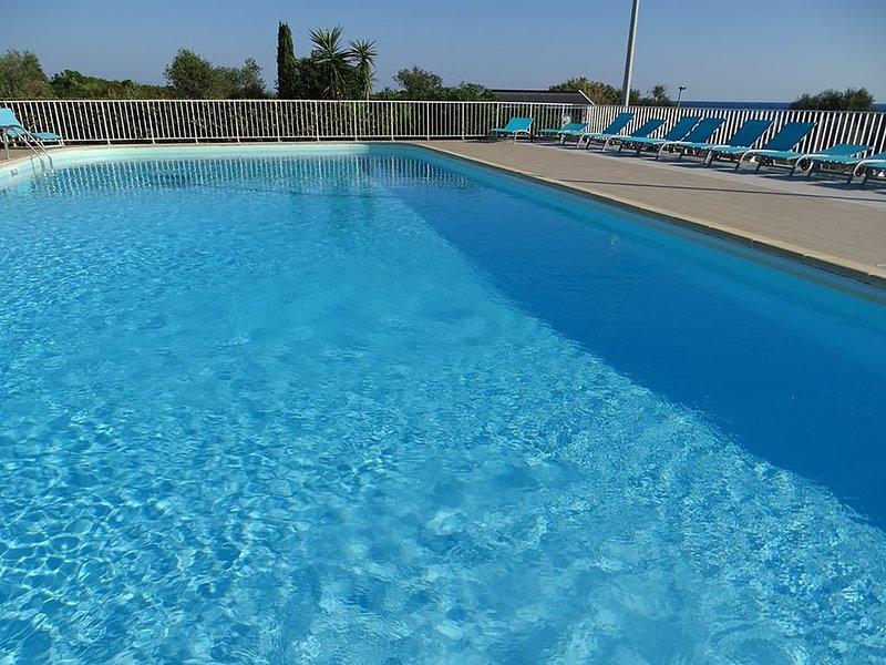 Villa dans résidence avec piscine, tennis et direct à la plage en Corse, alquiler de vacaciones en San Giuliano