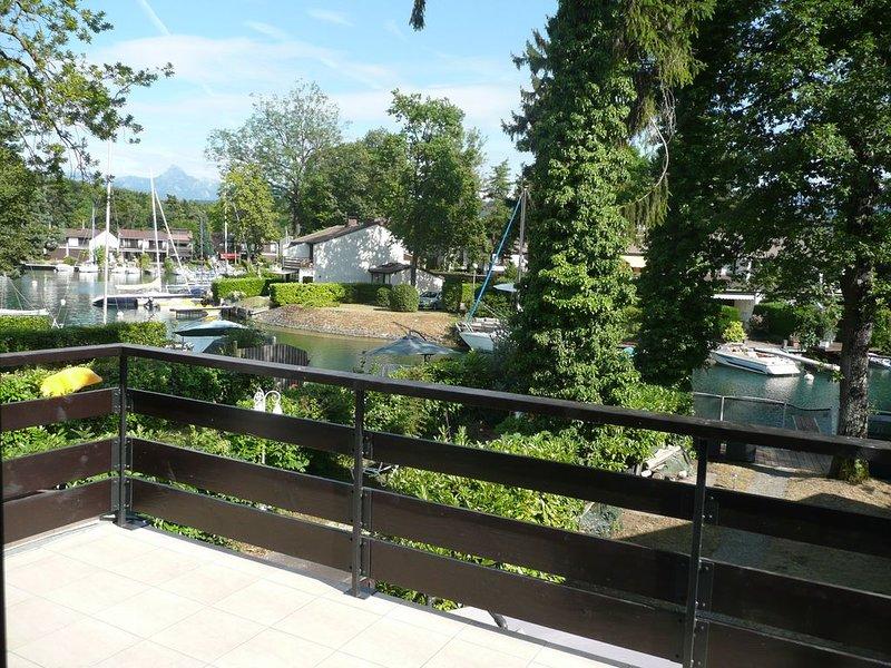 Maison avec ponton privé et anneau d'amarrage marina Port Ripaille 6 personnes, vacation rental in Thonon-les-Bains