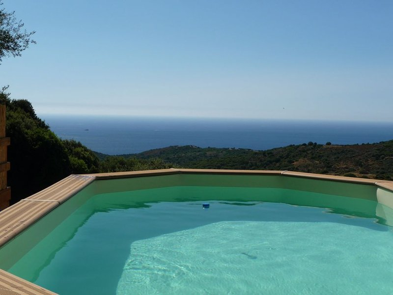 180 ° sea view, secure swimming pool