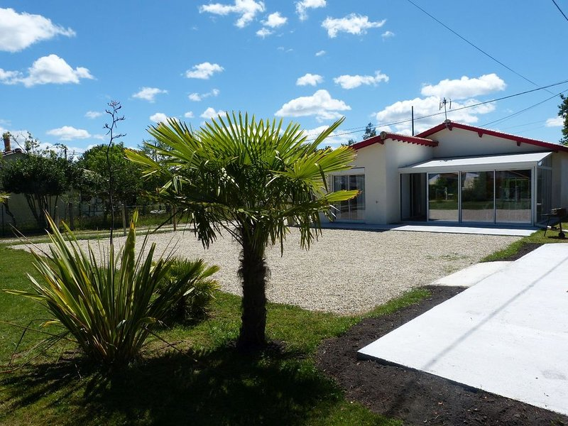 MAISON PAX - au bord du lac d'Hourtin - 6 couchages, holiday rental in Hourtin-Plage