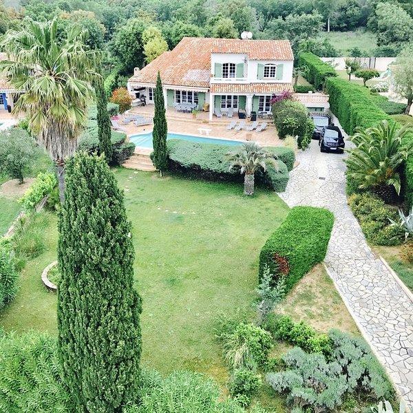 Magnifique VILLA AU CALME 'Ma Vie-Là' à GRIMAUD, St Tropez, Ste Maxime, holiday rental in Grimaud