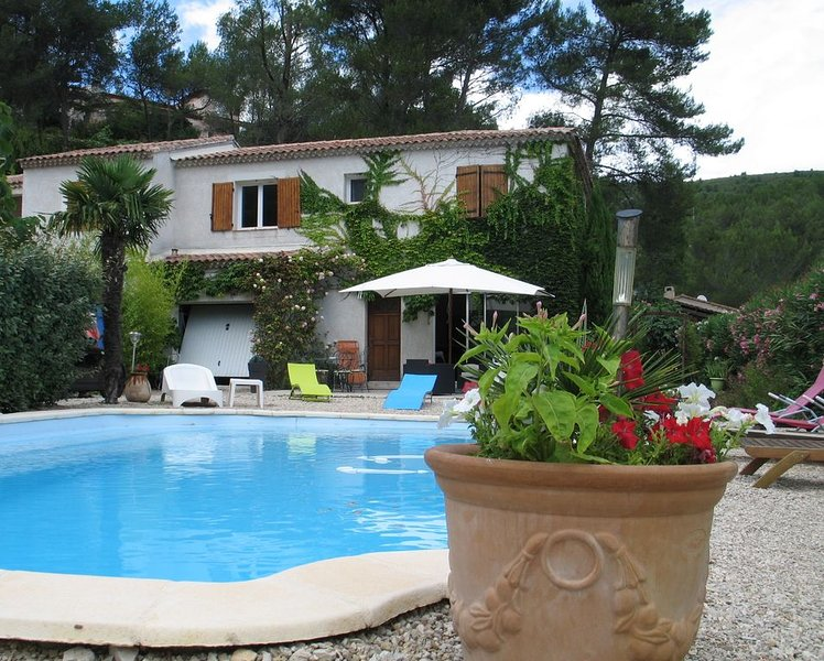 PROCHE CASSIS S/ MER VILLA T4 .PISCINE PRIVEE CLIM-PROMO, vacation rental in Cuges-les-Pins