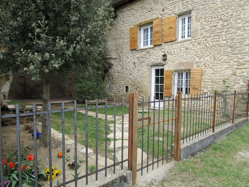 LE PETIT GITE DE LA MARNE, holiday rental in Charmes-sur-l'Herbasse