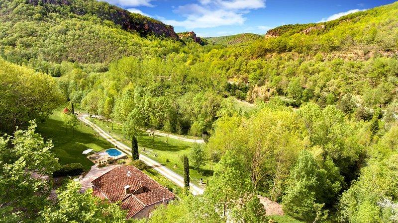 maison en pierres dans un grand parc, piscine chauffée, calme assuré – semesterbostad i Tarn-et-Garonne