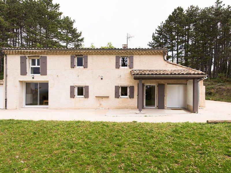 En pleine nature, maison 3 chambres 8 couchages, totalement rénovée en 2019, vacation rental in Plan-de-Baix