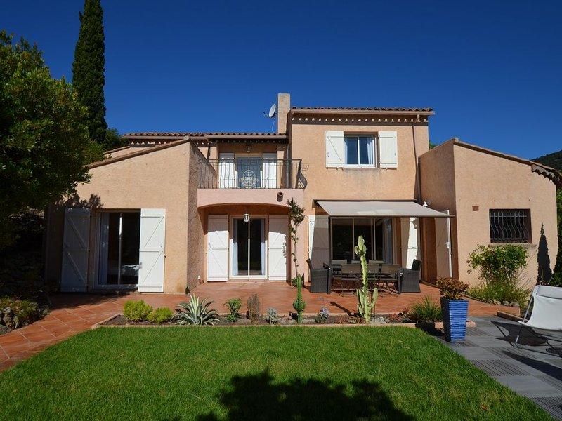 Superbe villa vue mer, plage à 5 min, magnifique jardin, pour 1 ou 2 familles, holiday rental in Cavalaire-Sur-Mer