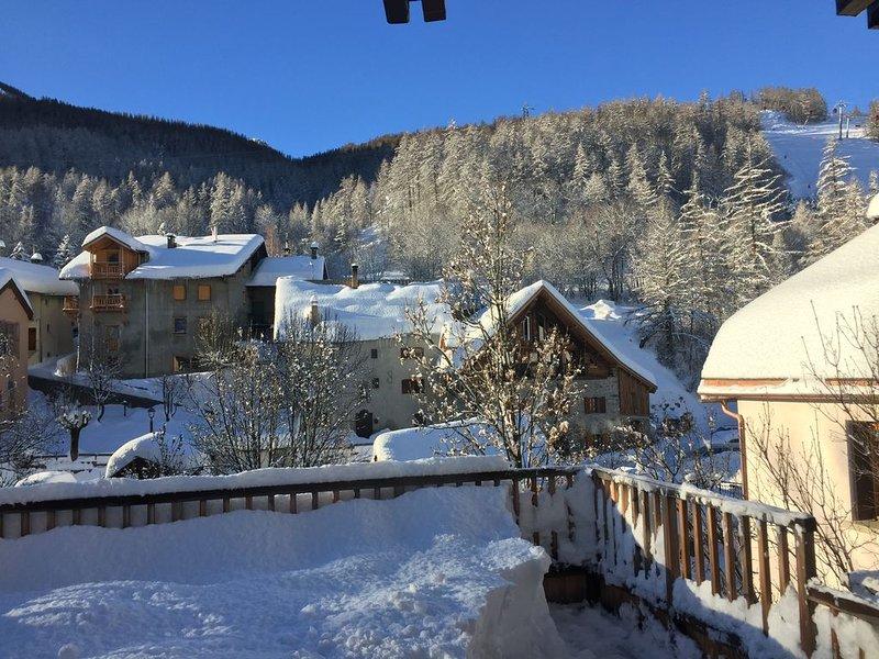 Chantemerle - T3 duplex 3*, pied des pistes, maison de pays, plein sud, holiday rental in Saint-Chaffrey