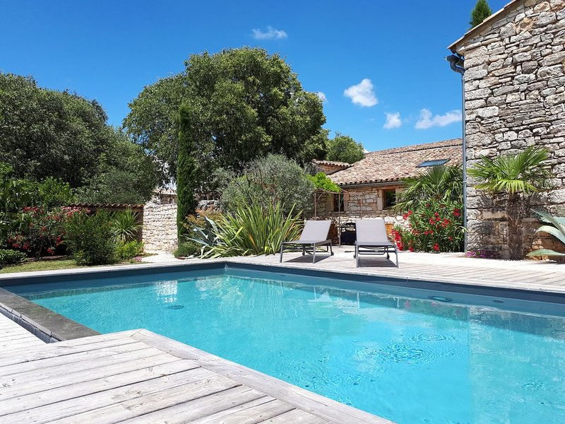 Sud Ardèche - Bergerie renovée de 170m² - 4 ch - piscine privative, holiday rental in Barjac