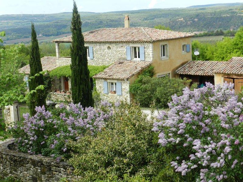 Maison de vacances en Drome Provencale avec piscine privée pour 10 personnes, holiday rental in Montsegur-sur-Lauzon