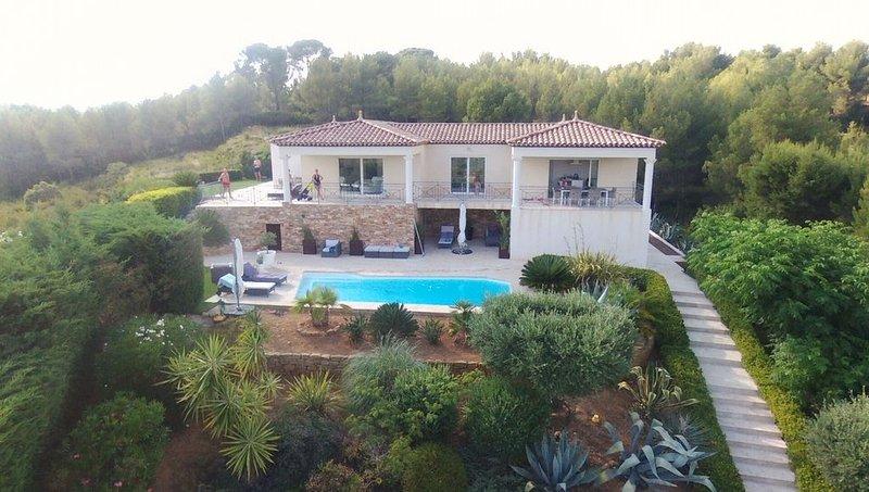 Appartement de prestigie au rez-de-chaussée d'une villa Contemporaine, holiday rental in La Cadiere d'Azur