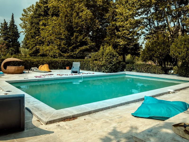 Les Sentiers de l Abondance Gîte charmant, 6 pers, holiday rental in Eygalieres