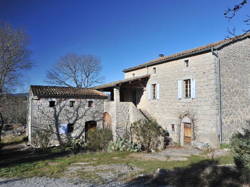 Maison traditionnelle ardéchoise, location de vacances à Chauzon