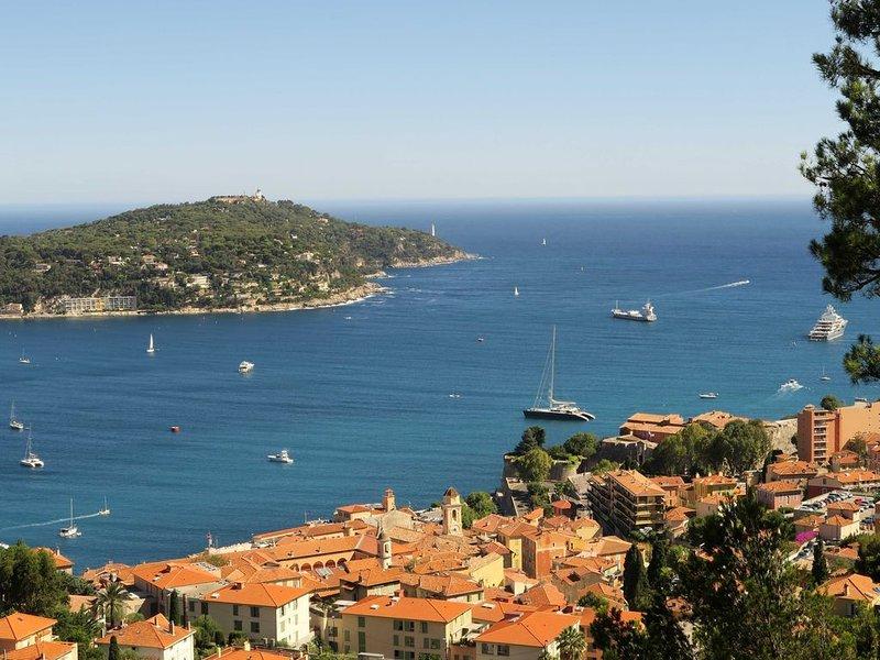 Lovely appartment with breathtaking seaview, location de vacances à Villefranche-sur-Mer
