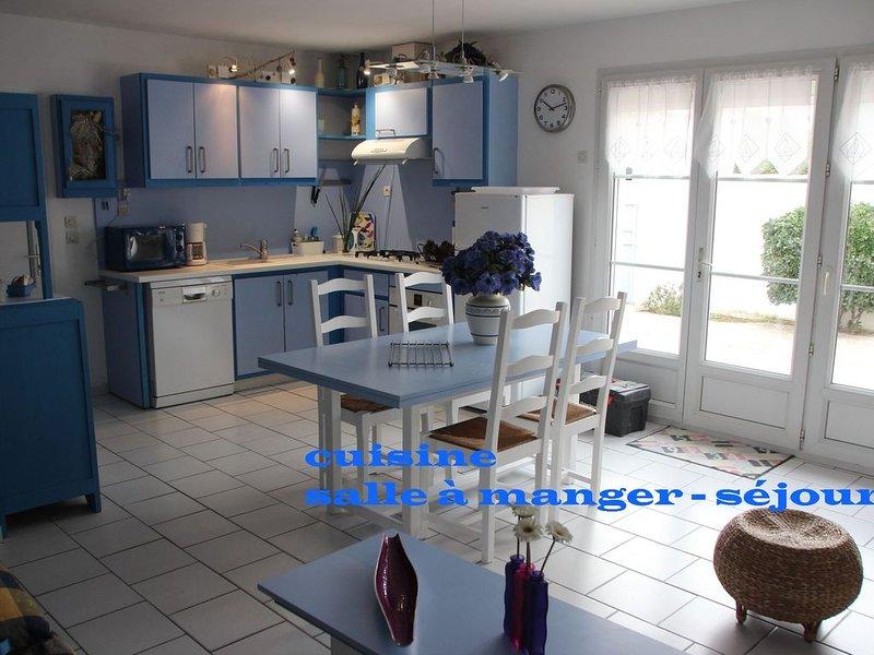 La Maison Bleue, vacances au calme dans l'île de Ré pour 2,4 ou 6, holiday rental in Ile de Re