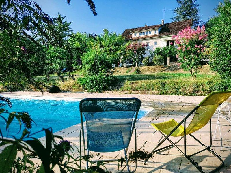 Grande maison tout confort sur un beau terrain, vue exceptionnelle, location de vacances à Autoire