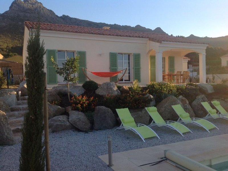 VILLA AVEC PISCINE ENTRE MER ET MONTAGNE !, location de vacances à Zilia