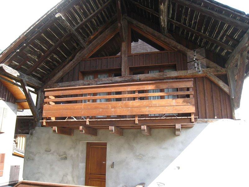 Maison de village,rénovée avec gout pour 4 personnes,totalement indépendante, aluguéis de temporada em Gilly-sur-Isere