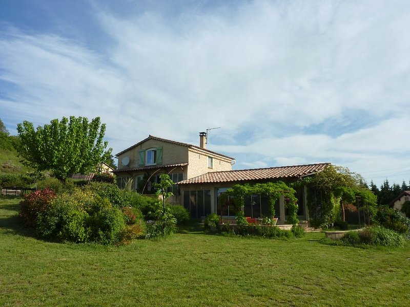Maison isolée proche Barjac pour 13 personnes avec piscine., casa vacanza a Saint-Paul-le-Jeune