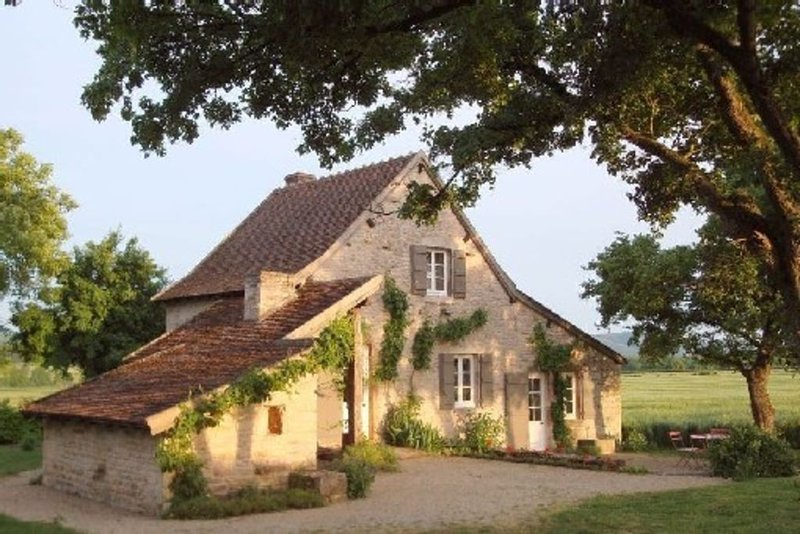Maison  independante , calme ,Cluny, Tournus, route des vins, voie verte, velos, holiday rental in Sailly