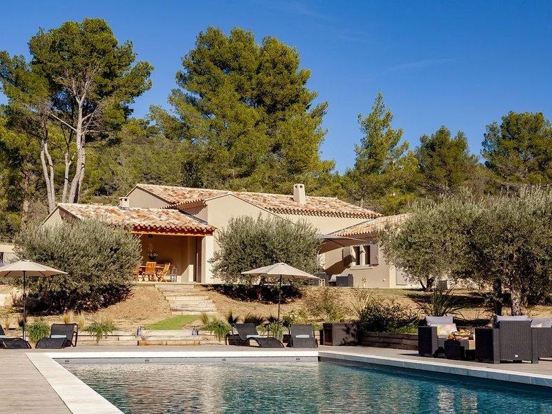 Villa en Provence avec piscine Les Baux-de-Provence au coeur des Alpilles, holiday rental in Les Baux de Provence