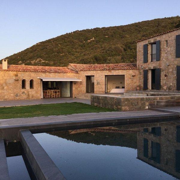 Grande villa de standing avec piscine ,vue exceptionnelle sur le golfe, holiday rental in Belvedere-Campomoro
