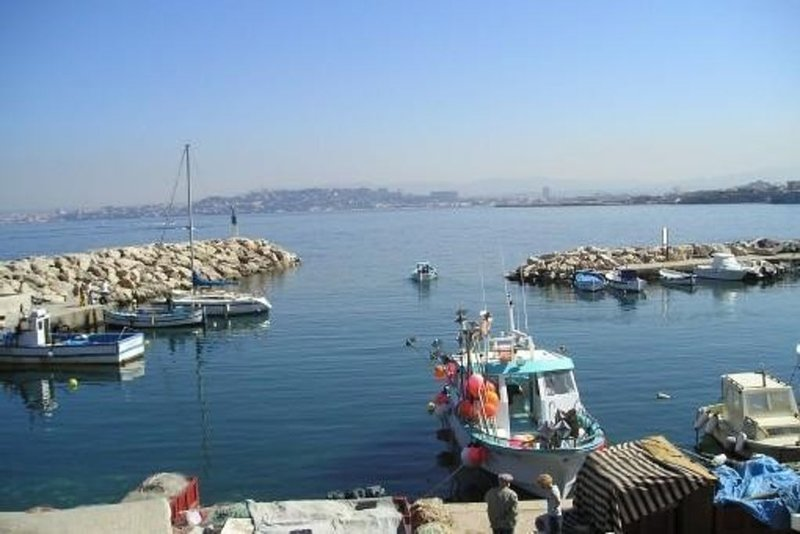à 15 mètres de la mer  Début calanques Maison avec 2 terrasses, alquiler vacacional en Marsella