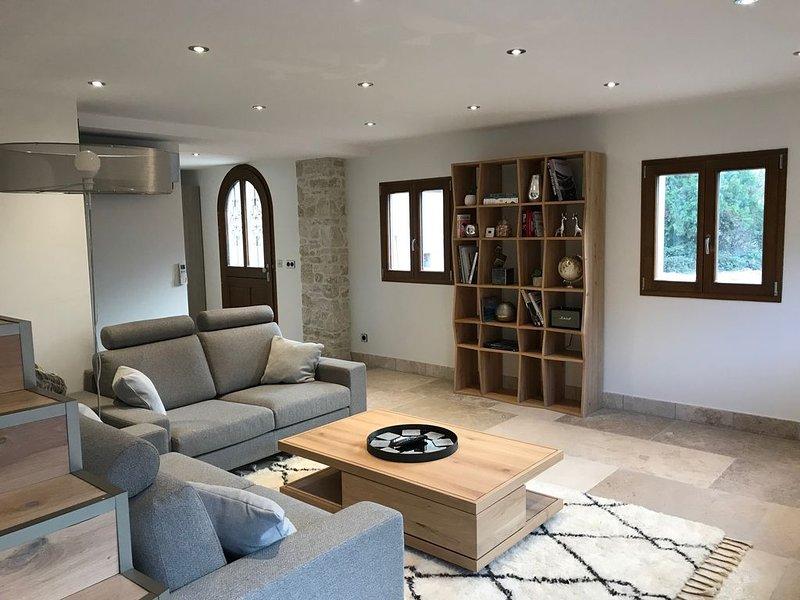Villa à 200 m du lac d'Annecy avec terrasse et parking, location de vacances à Quintal
