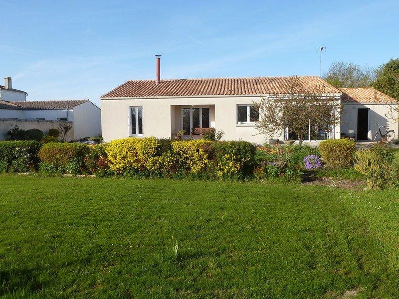 Maison à 10km de La Rochelle, casa vacanza a Nieul sur Mer