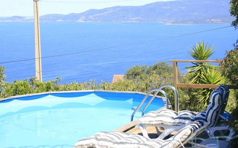 Villa spacieuse entre mer, piscine et montagne, location de vacances à Calcatoggio