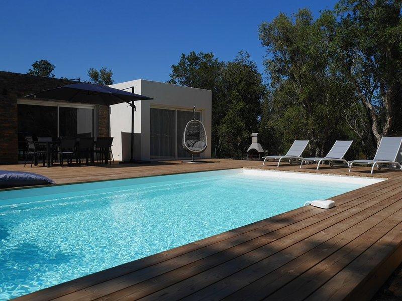 Villa neuve **** avec piscine chauffée à 700m de la plage, alquiler de vacaciones en Sainte Lucie de Porto-Vecchio