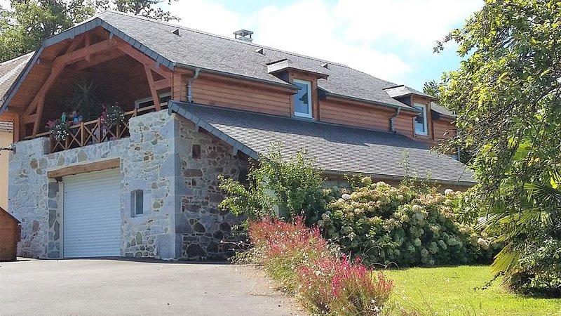 Gîte neuf au coeur des paysages vallonnés et verdoyants, holiday rental in Haut-De-Bosdarros
