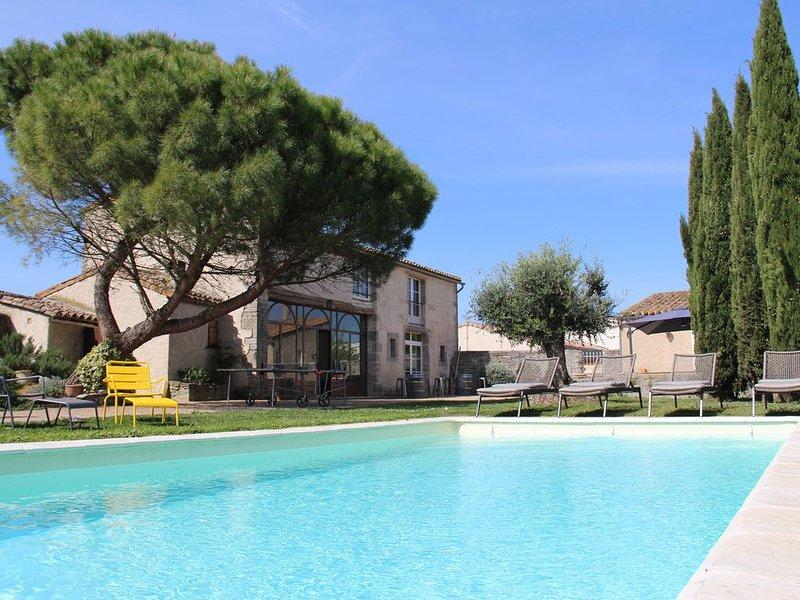Gîte de charme 17 personnes, piscine chauffée, proche Carcassonne, Ferienwohnung in Aragon