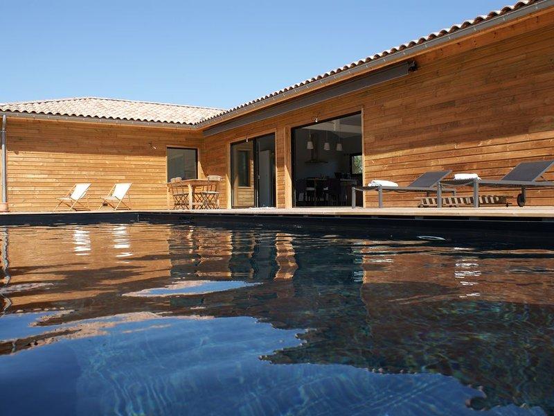 Villa bois contemporaine - Piscine - Parentis proche Biscarrosse, 7-8 p., holiday rental in Parentis-en-Born