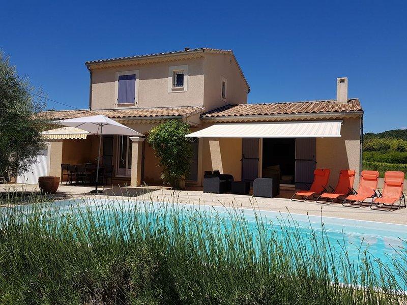 VILLA CLIMATISÉE AVEC PISCINE PRIVÉE CHAUFFÉE, vacation rental in Puymeras