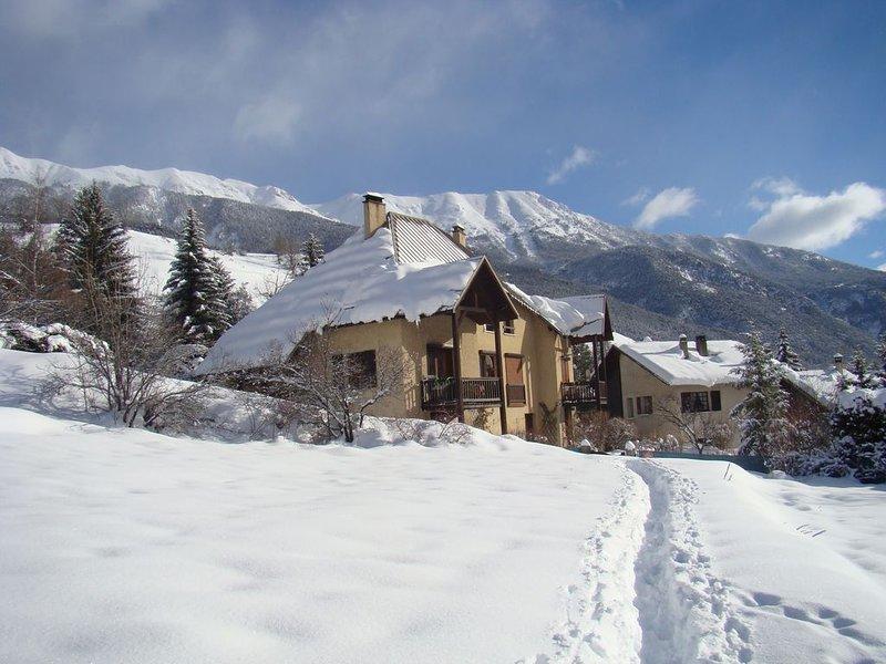 Appartement à louer dans maison familliale à Chantemerle(Serre Chevalier 1350m), holiday rental in Saint-Chaffrey
