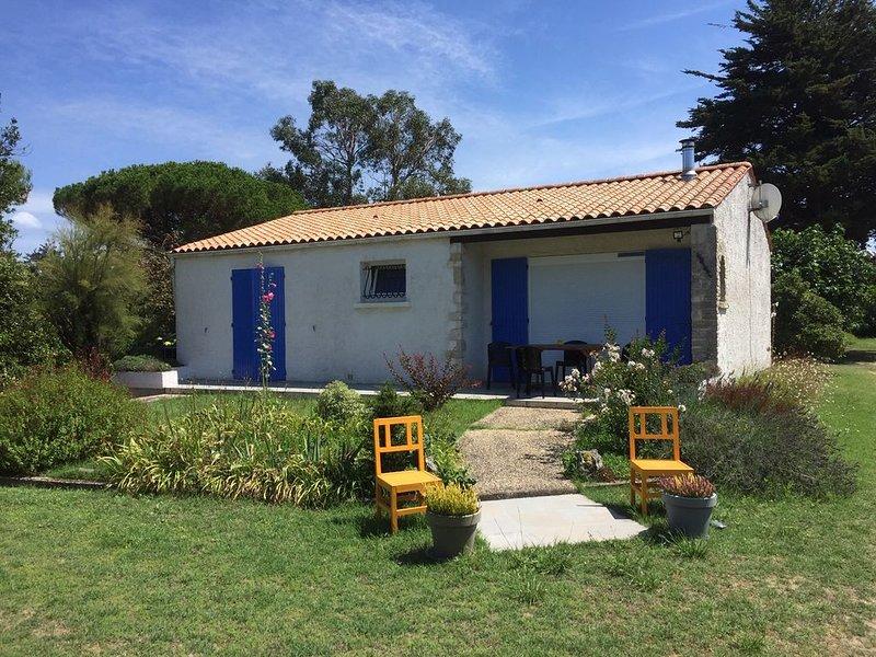 Maison sur 1 700 m² de terrain arboré et clos très calme et proche de la mer, vacation rental in Charente-Maritime