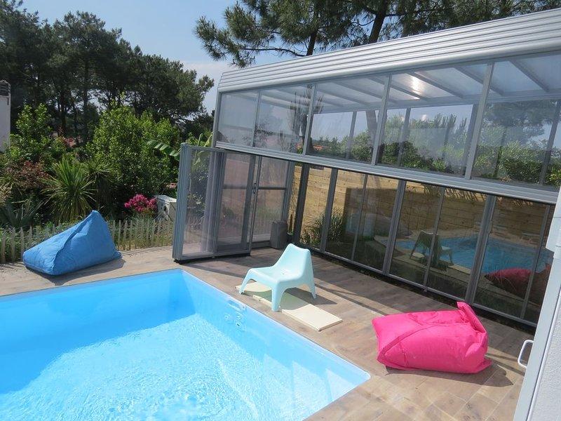 VILLA 12 pers climatisée  2KM PLAGES ,PISCINE CHAUFFEE INT /EXT, location de vacances à Anglet