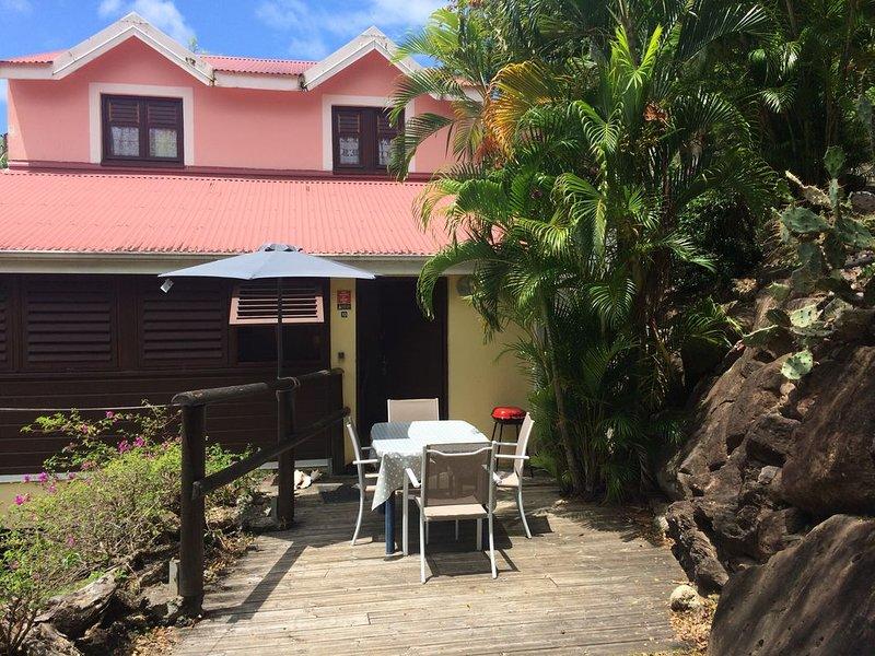 Maison dans résidence privée, avec piscine à Malendure - Bouillante, holiday rental in Mahaut