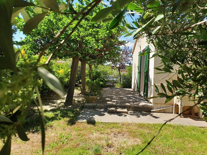 Maison de vacances 2 chambres 6 pers - 450m de la Plage - Terrain 350m² arboré, holiday rental in Sainte-Marie-Plage