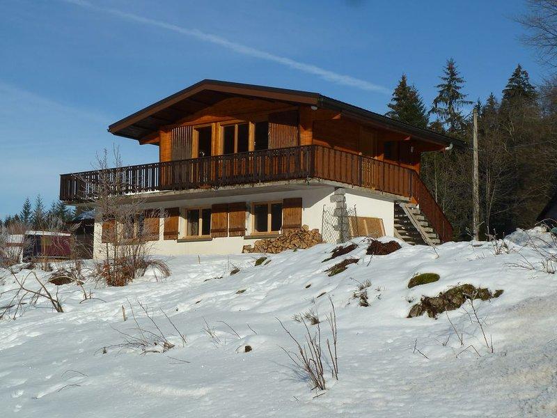 Chalet individuel à 10 min des pistes de ski et 2 min du lac, au calme, casa vacanza a Xonrupt-Longemer