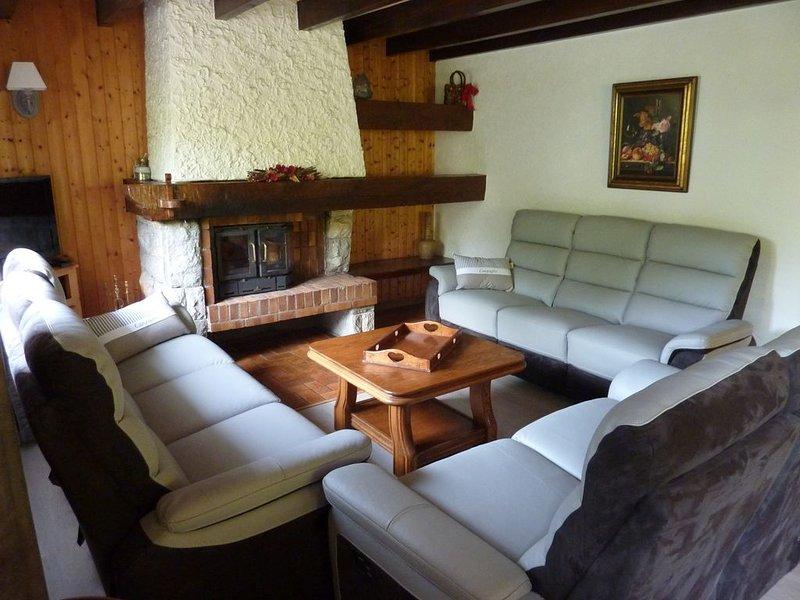Bel appartement en chalet avec balcon et parking, accès direct au domaine, holiday rental in La Cote-d'Arbroz